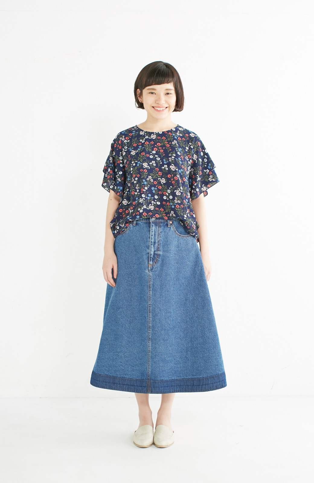 nusy 裾配色のミモレ丈デニムスカート <ライトインディゴブルー>の商品写真4