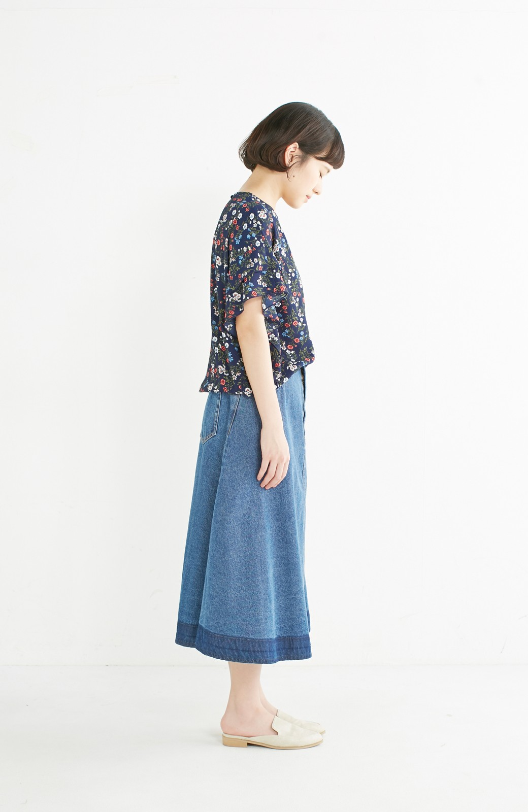 nusy 裾配色のミモレ丈デニムスカート <ライトインディゴブルー>の商品写真7
