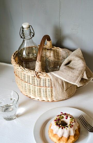 haco! MADE IN リトアニア 三つ編みの柳カゴ オーバル型 <ベージュ>の商品写真