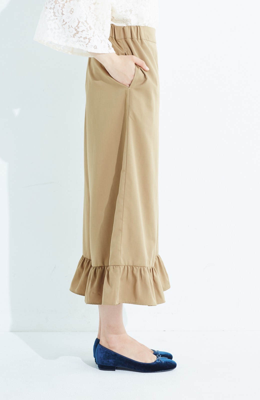 haco! スカート気分で楽しめる 華やかフレアーパンツ <ベージュ>の商品写真5
