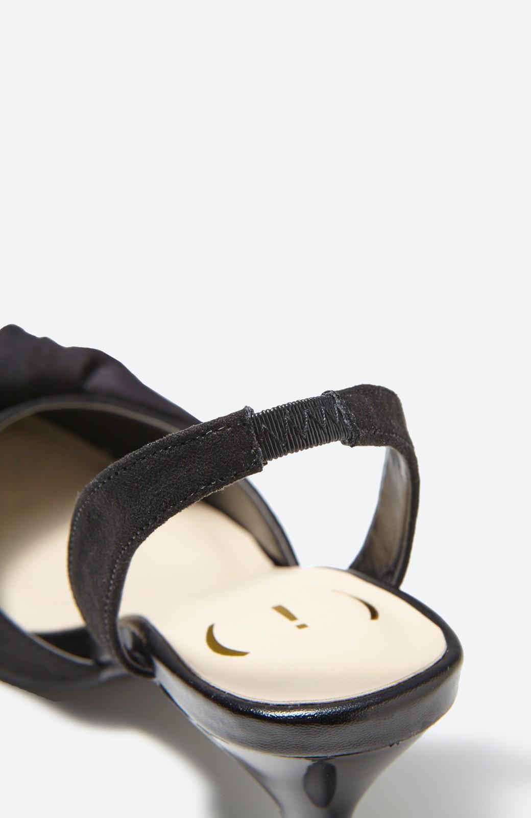 haco! 華奢ちょいヒールで気軽に女っぽくなれる バックストラップリボンパンプス <ブラック>の商品写真2