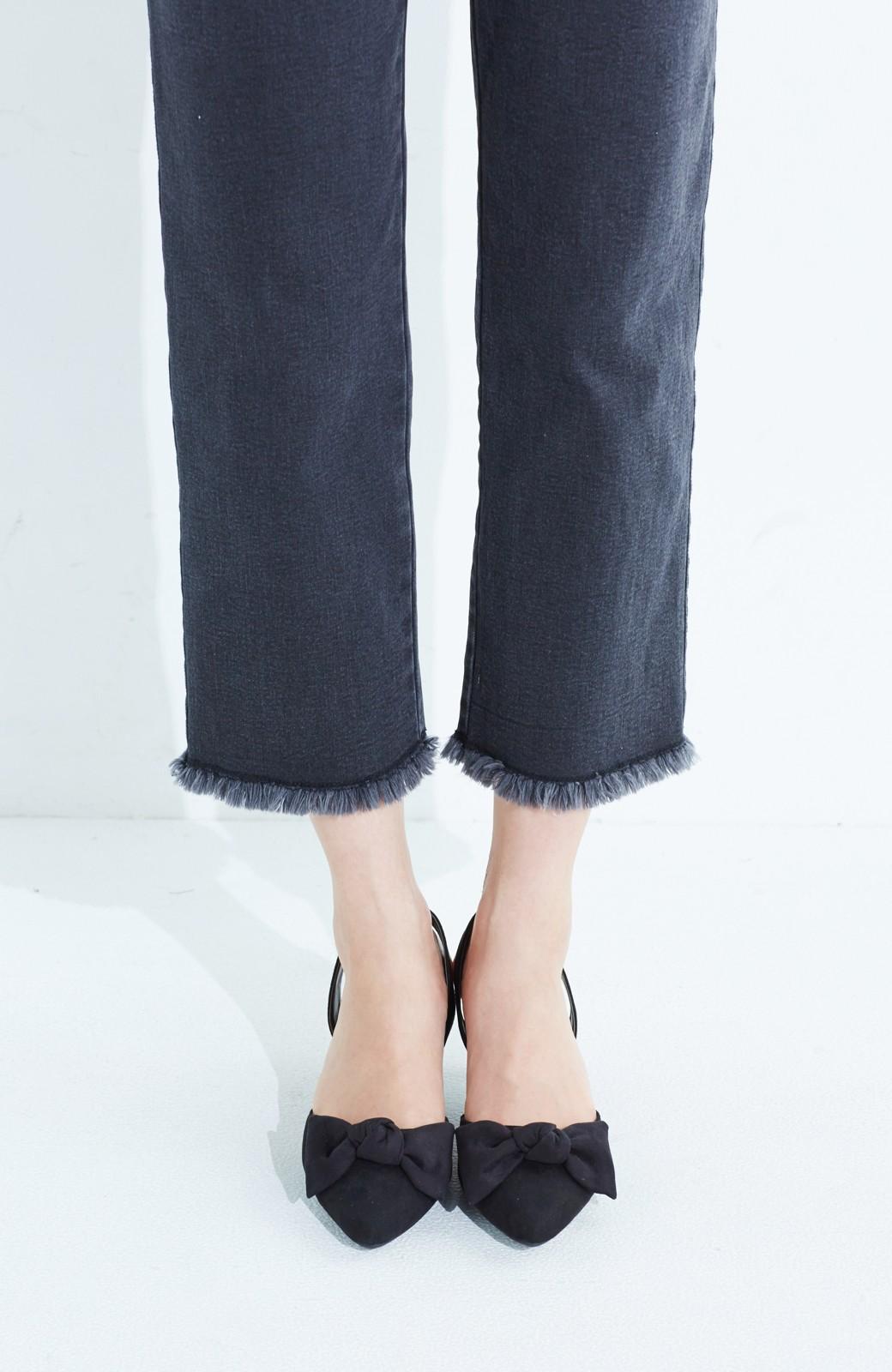 haco! 華奢ちょいヒールで気軽に女っぽくなれる バックストラップリボンパンプス <ブラック>の商品写真3