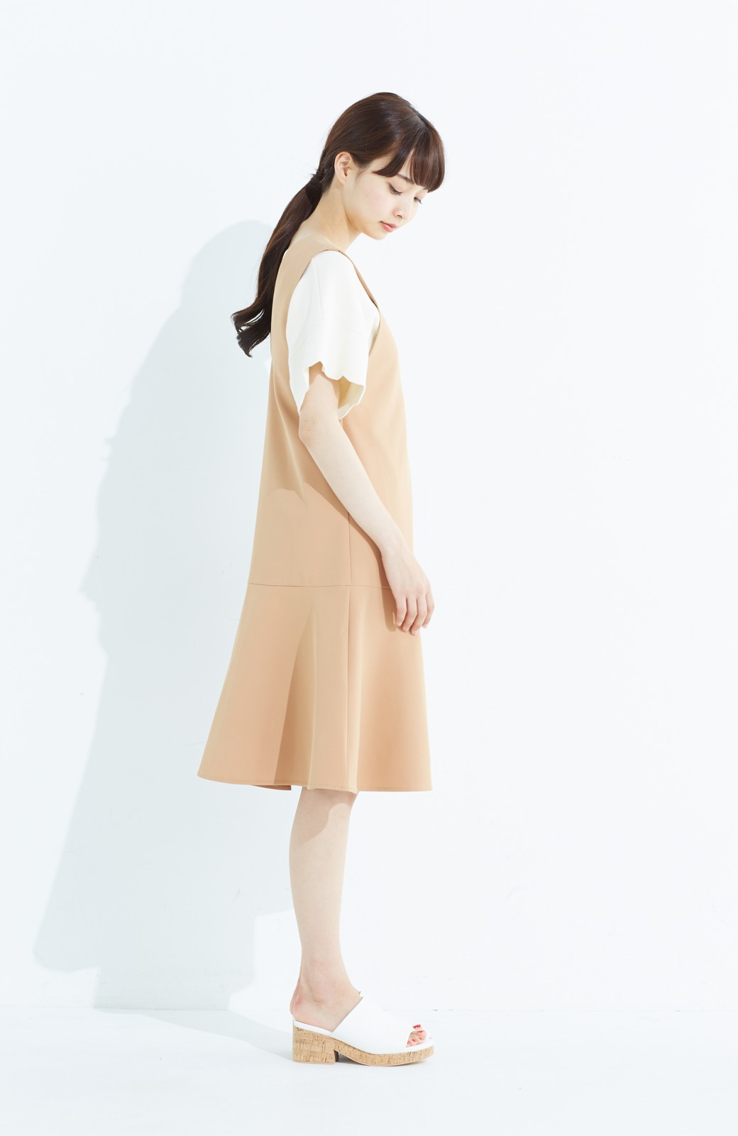 haco! パッと着て今気分&長い季節着られる すそフレアージャンパースカート <ベージュ>の商品写真10