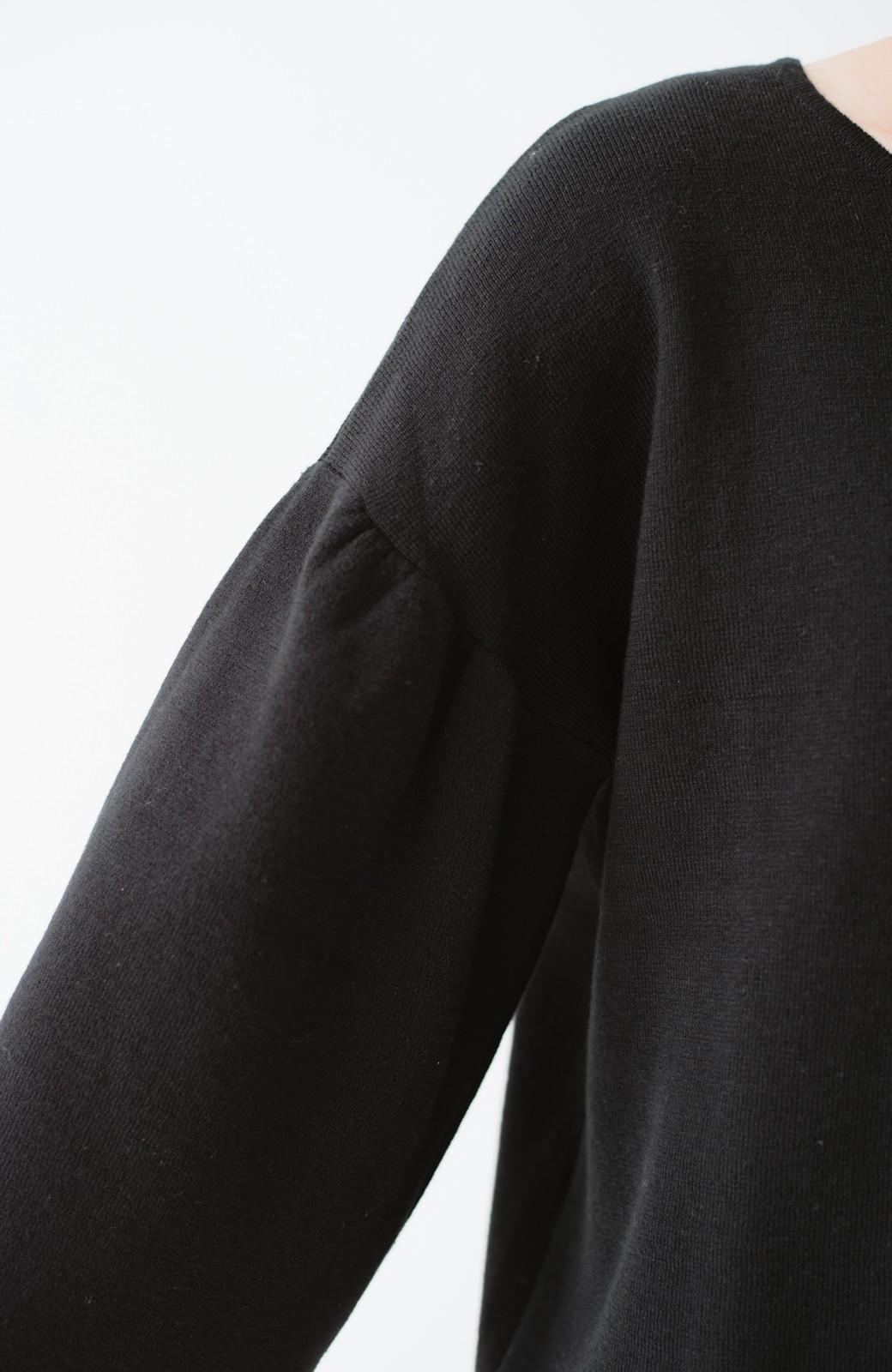 haco! 季節の変わり目にも便利な ミラノリブのギャザースリーブニット <ブラック>の商品写真4