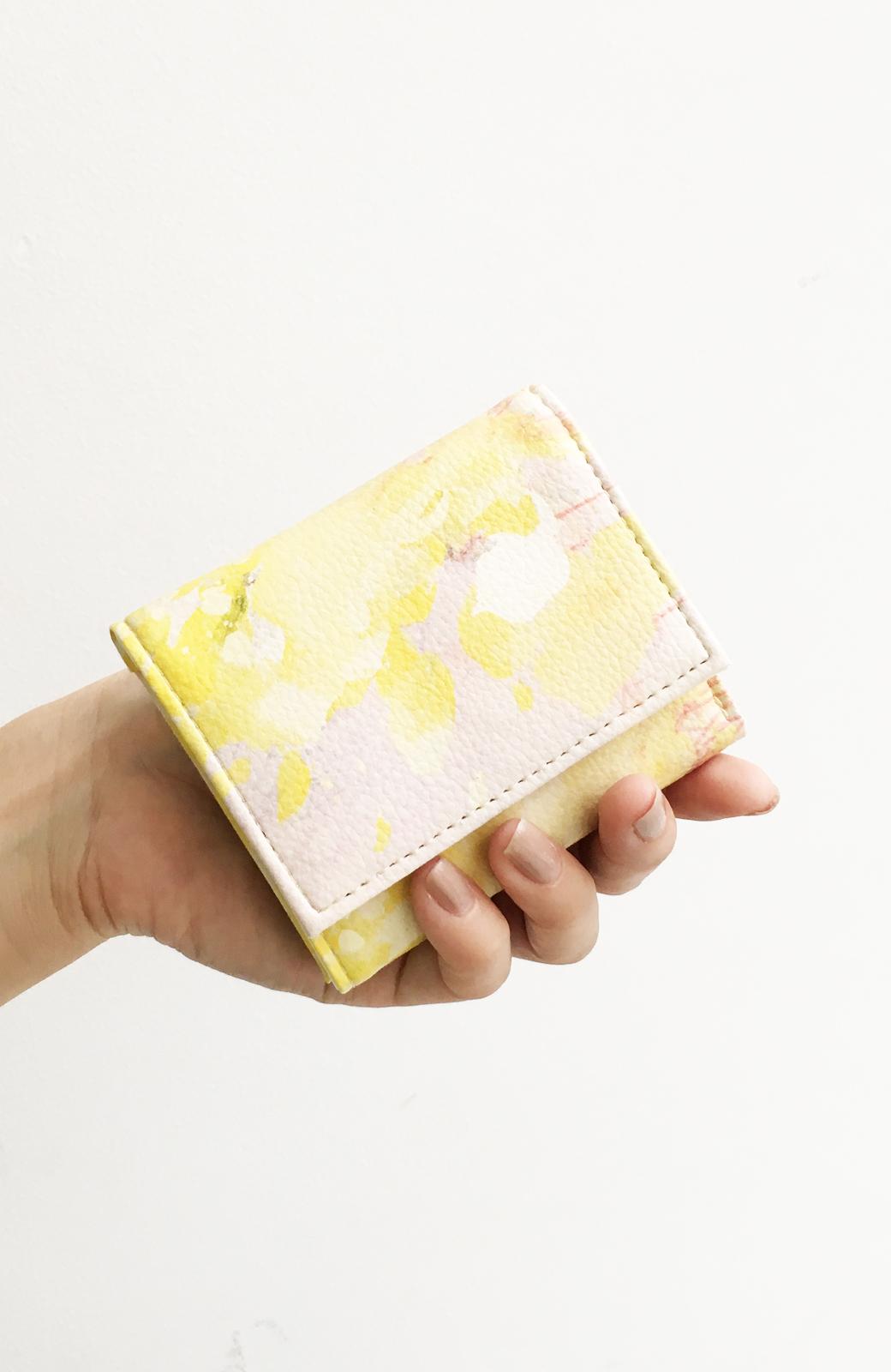 haco! UNICOLART MIYAMOTO KENSHIRO [華/黄色]小物にこそ柄を取り入れたい! がばっと開いて小銭も取り出しやすい手のひら財布 <イエロー系その他>の商品写真4