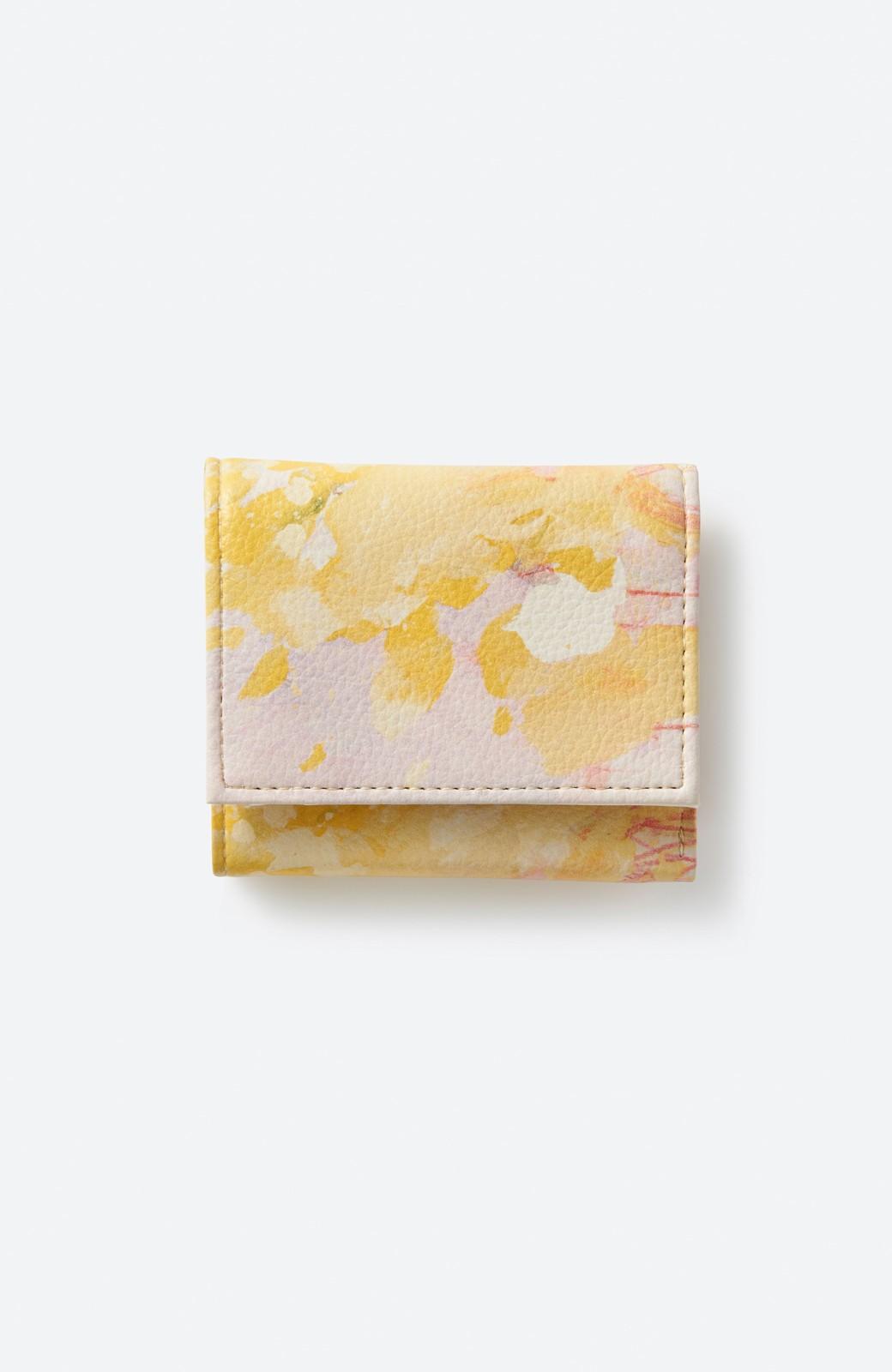 haco! UNICOLART MIYAMOTO KENSHIRO [華/黄色]小物にこそ柄を取り入れたい! がばっと開いて小銭も取り出しやすい手のひら財布 <イエロー系その他>の商品写真1