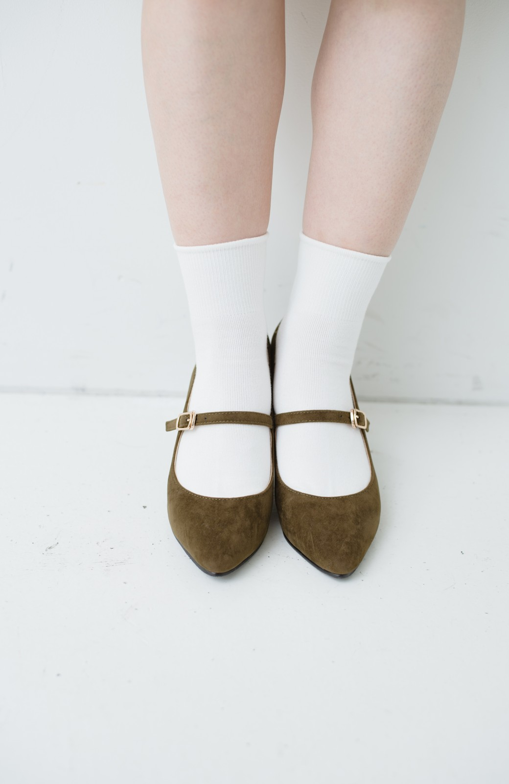 haco! 靴下と合わせてもかわいい ストラップパンプス <カーキ>の商品写真2