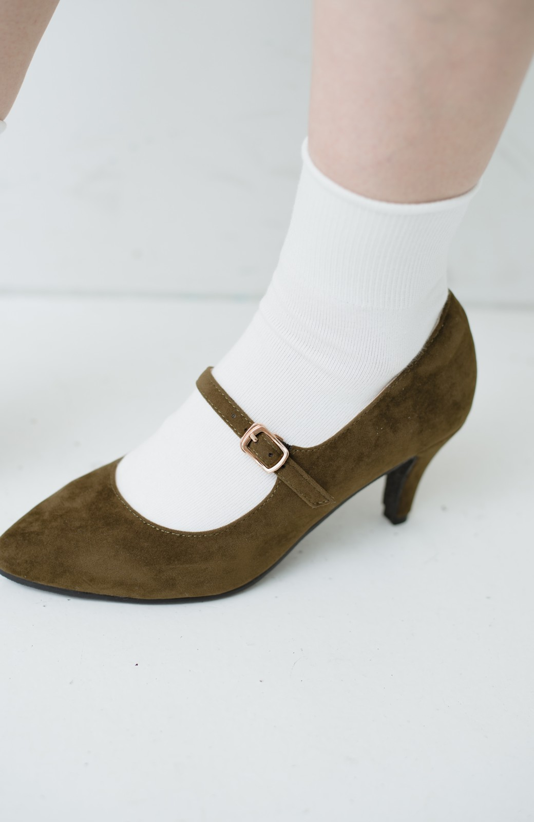 haco! 靴下と合わせてもかわいい ストラップパンプス <カーキ>の商品写真4