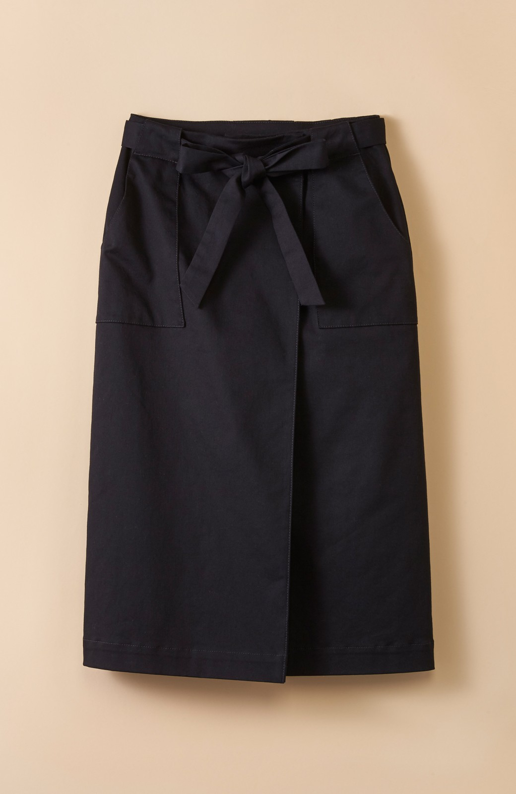 haco! パッと着るだけで女らしくてかっこいい ラップ風ストレッチスカート by que made me <ブラック>の商品写真1