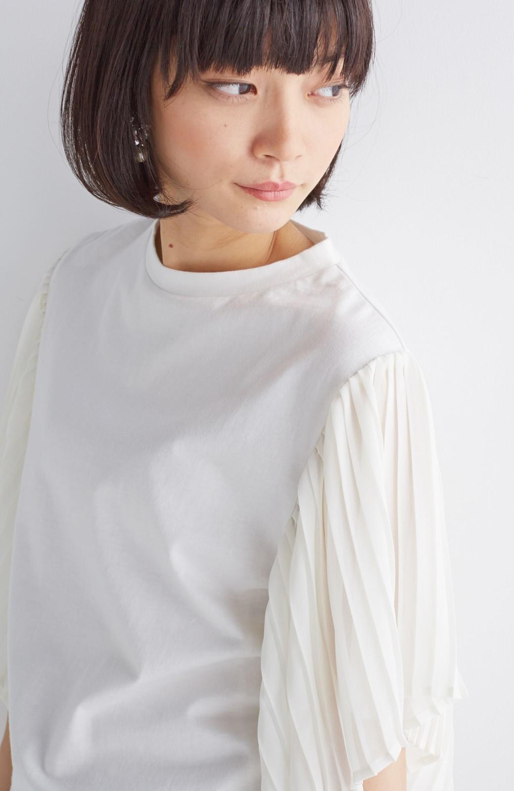 エムトロワ ふわりと揺れるプリーツ袖トップス <アイボリー>の商品写真1