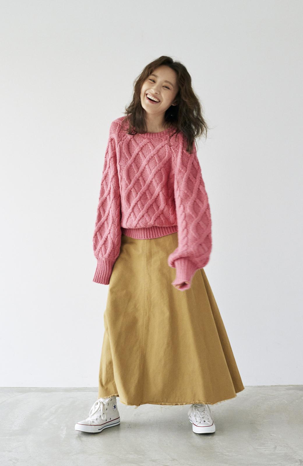 haco! <高橋愛さんコラボ>ラブ&ピースプロジェクト ミックスケーブル編みニット  <ピンク>の商品写真15