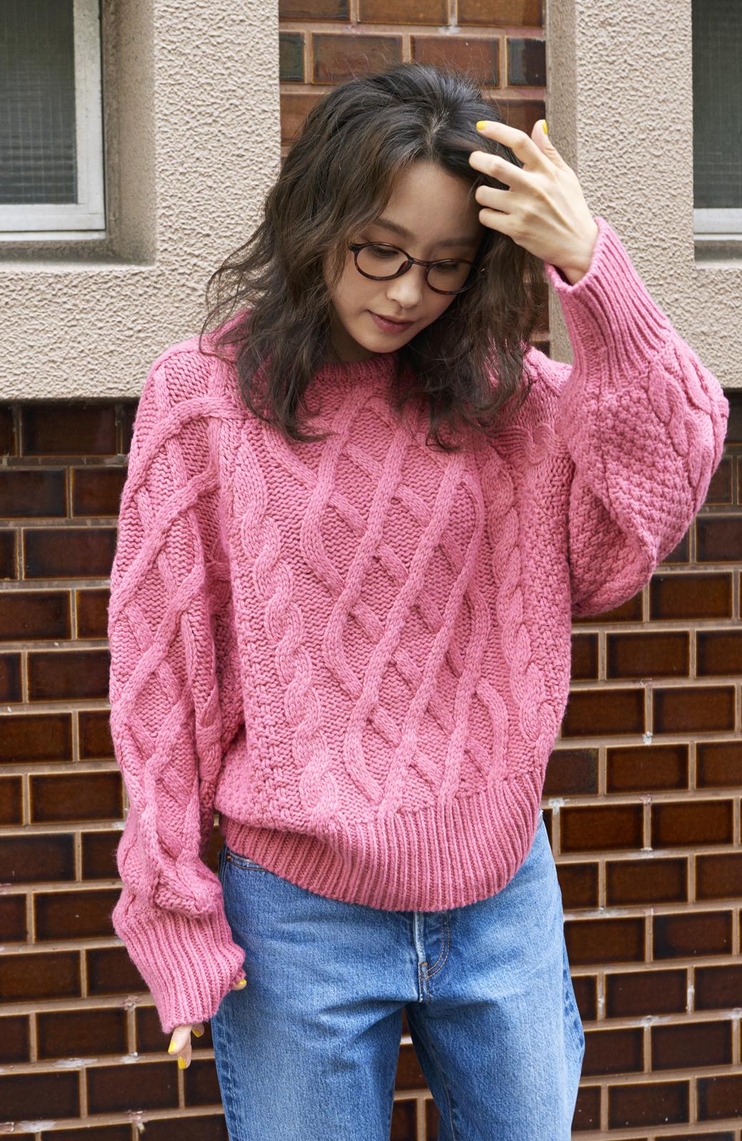 haco! <高橋愛さんコラボ>ラブ&ピースプロジェクト ミックスケーブル編みニット  <ピンク>の商品写真3