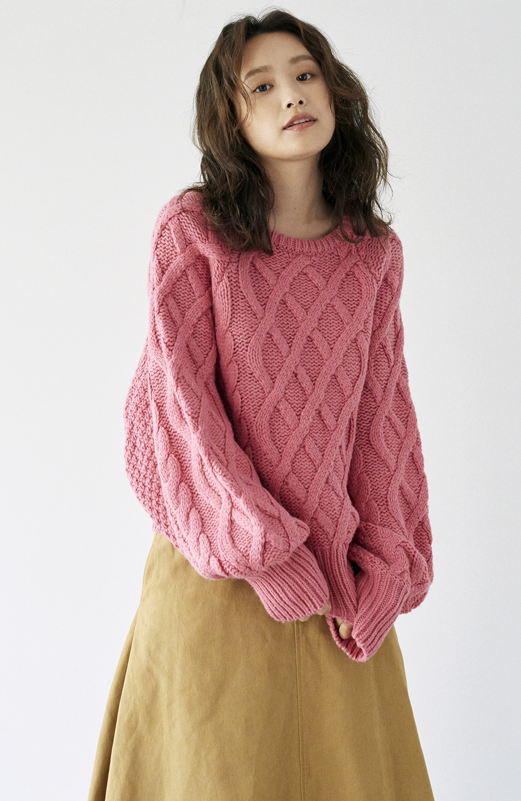 haco! <高橋愛さんコラボ>ラブ&ピースプロジェクト ミックスケーブル編みニット  <ピンク>の商品写真21