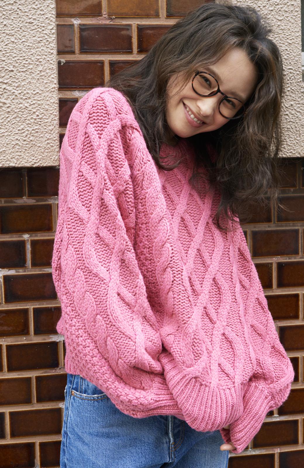 haco! <高橋愛さんコラボ>ラブ&ピースプロジェクト ミックスケーブル編みニット  <ピンク>の商品写真4