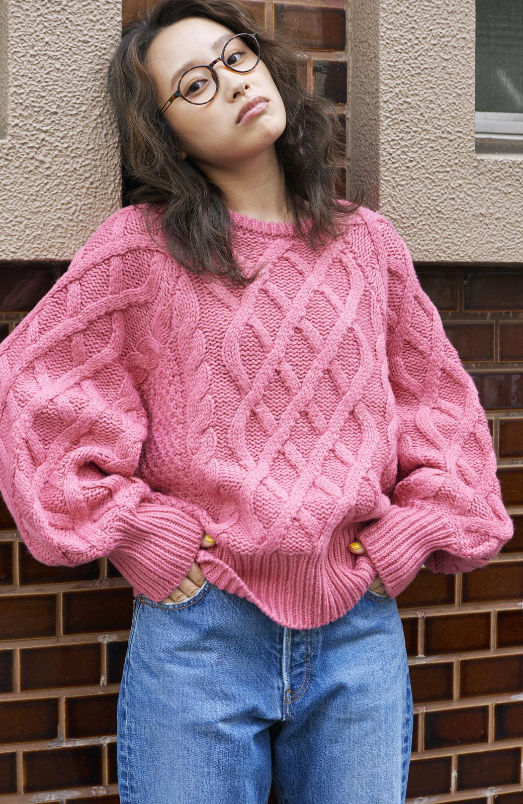 haco! <高橋愛さんコラボ>ラブ&ピースプロジェクト ミックスケーブル編みニット  <ピンク>の商品写真6
