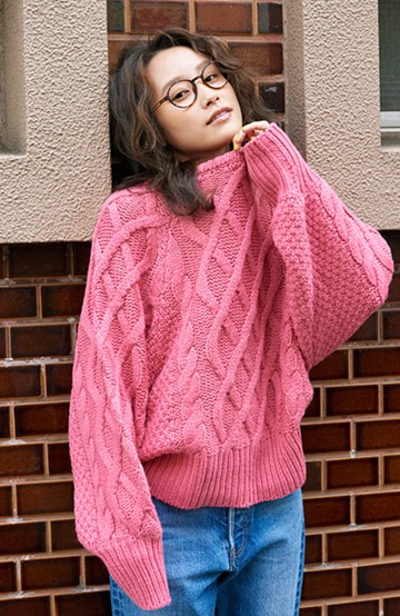 haco! <高橋愛さんコラボ>ラブ&ピースプロジェクト ミックスケーブル編みニット  <ピンク>の商品写真