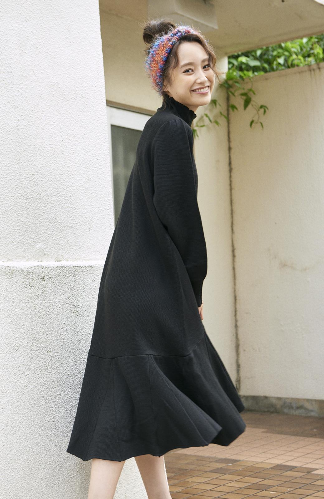 haco! <高橋愛さんコラボ>ラブ&ピースプロジェクト  フレアーヘムラインニットワンピース <ブラック>の商品写真4