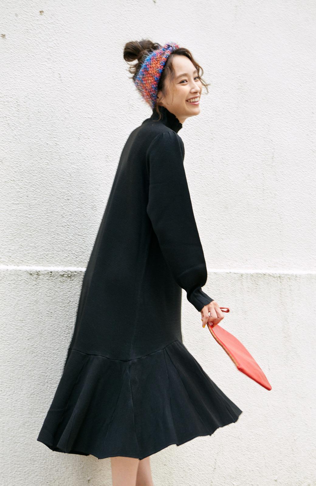 haco! <高橋愛さんコラボ>ラブ&ピースプロジェクト  フレアーヘムラインニットワンピース <ブラック>の商品写真1