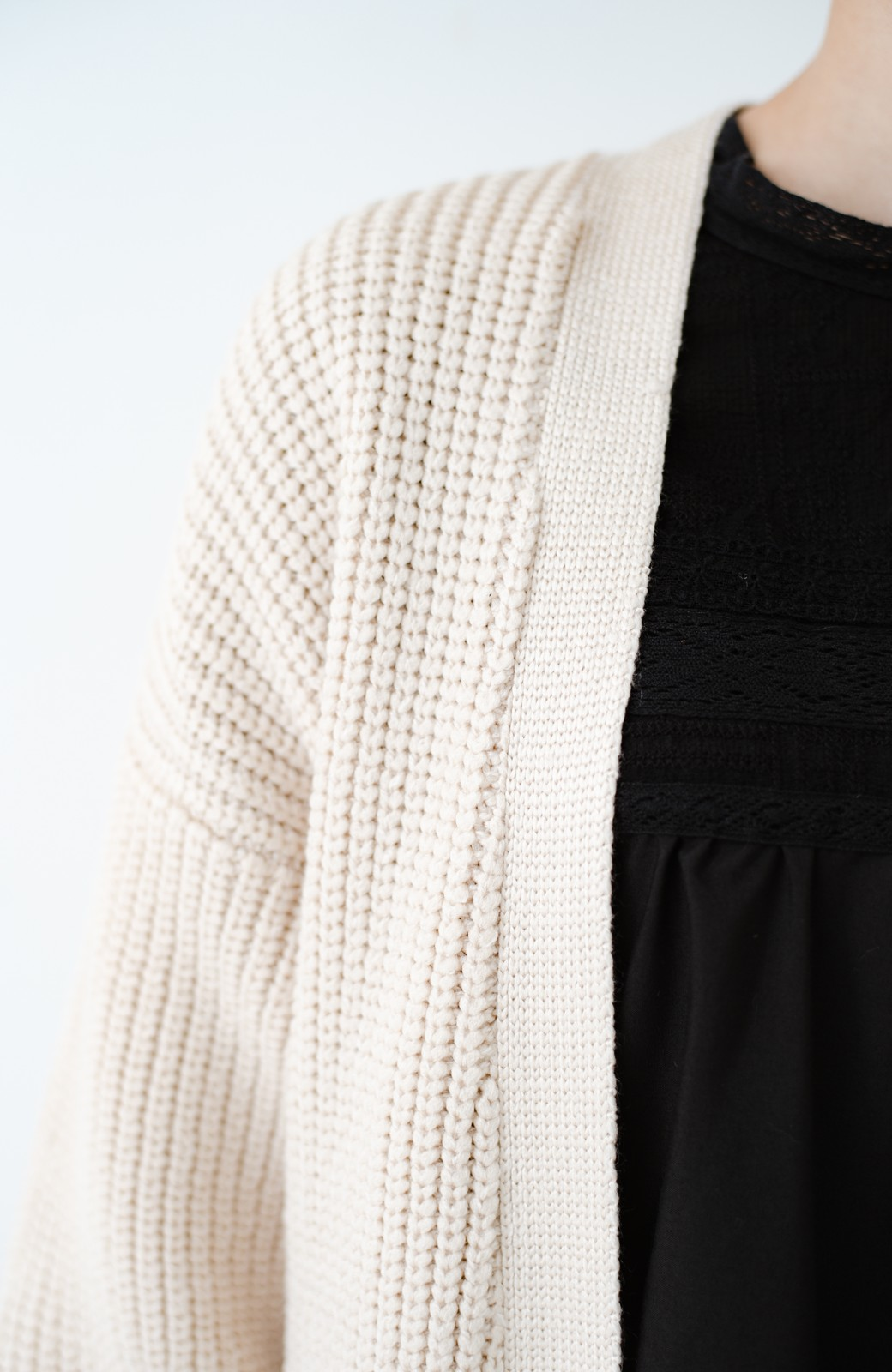 haco! さっと羽織るのにちょうどいい ぷっくり袖のあぜ編みニットガウン <アイボリー>の商品写真2