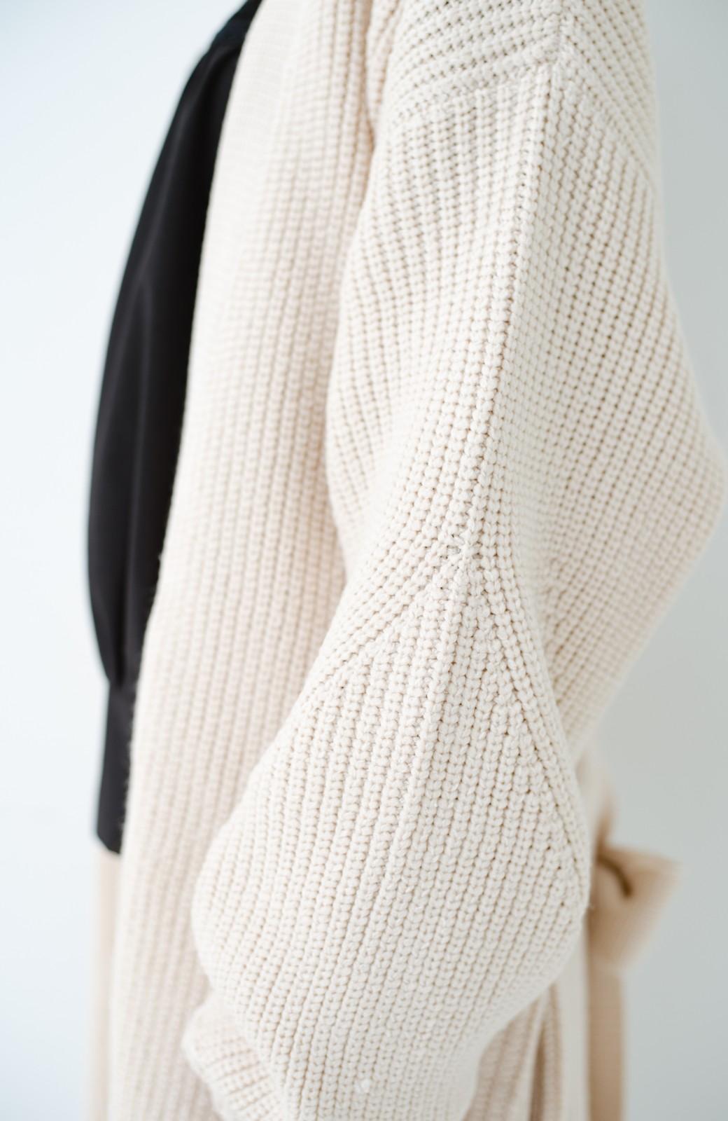 haco! さっと羽織るのにちょうどいい ぷっくり袖のあぜ編みニットガウン <アイボリー>の商品写真3