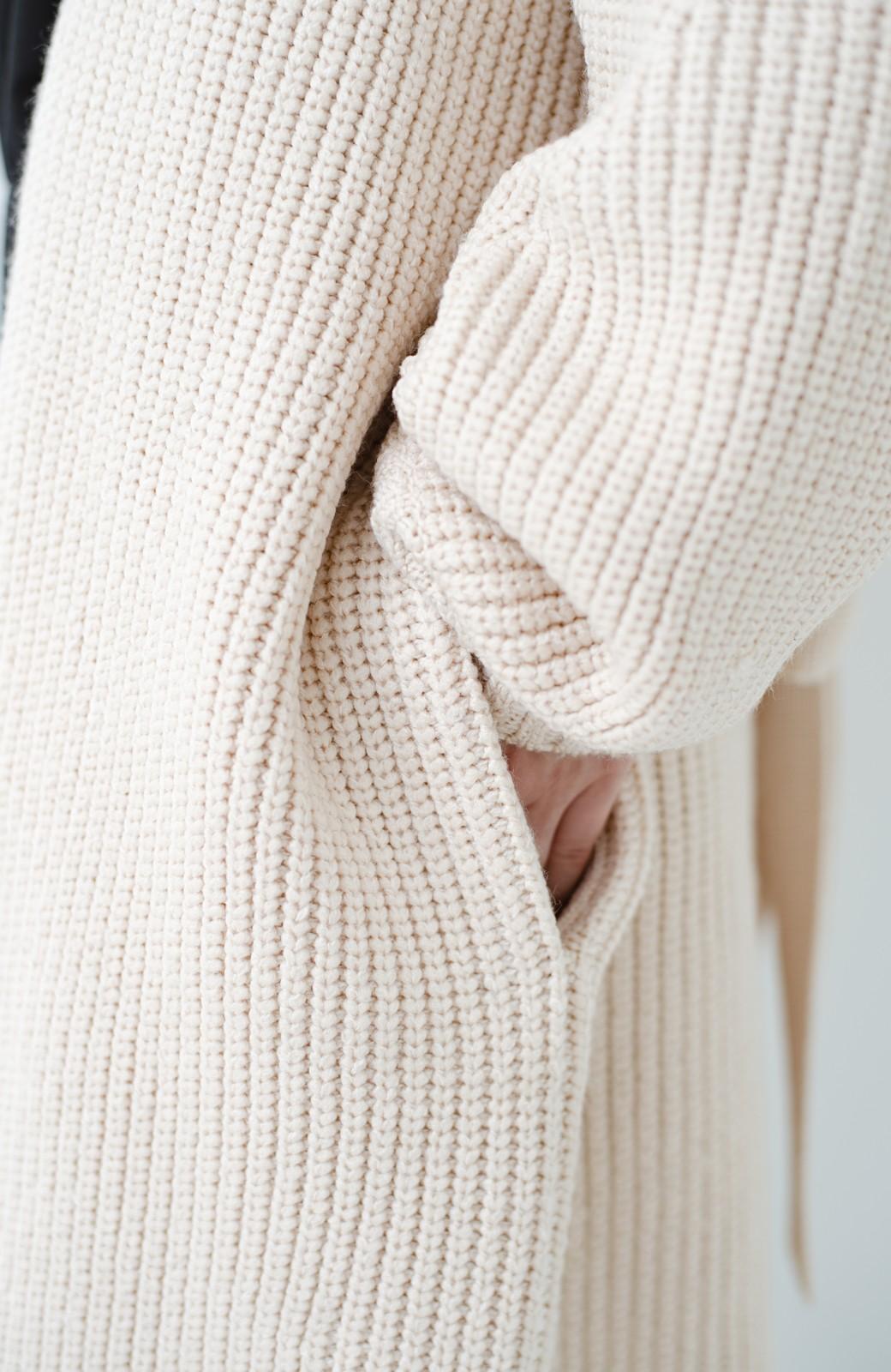 haco! さっと羽織るのにちょうどいい ぷっくり袖のあぜ編みニットガウン <アイボリー>の商品写真4