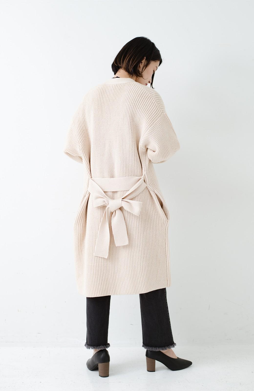 haco! さっと羽織るのにちょうどいい ぷっくり袖のあぜ編みニットガウン <アイボリー>の商品写真17