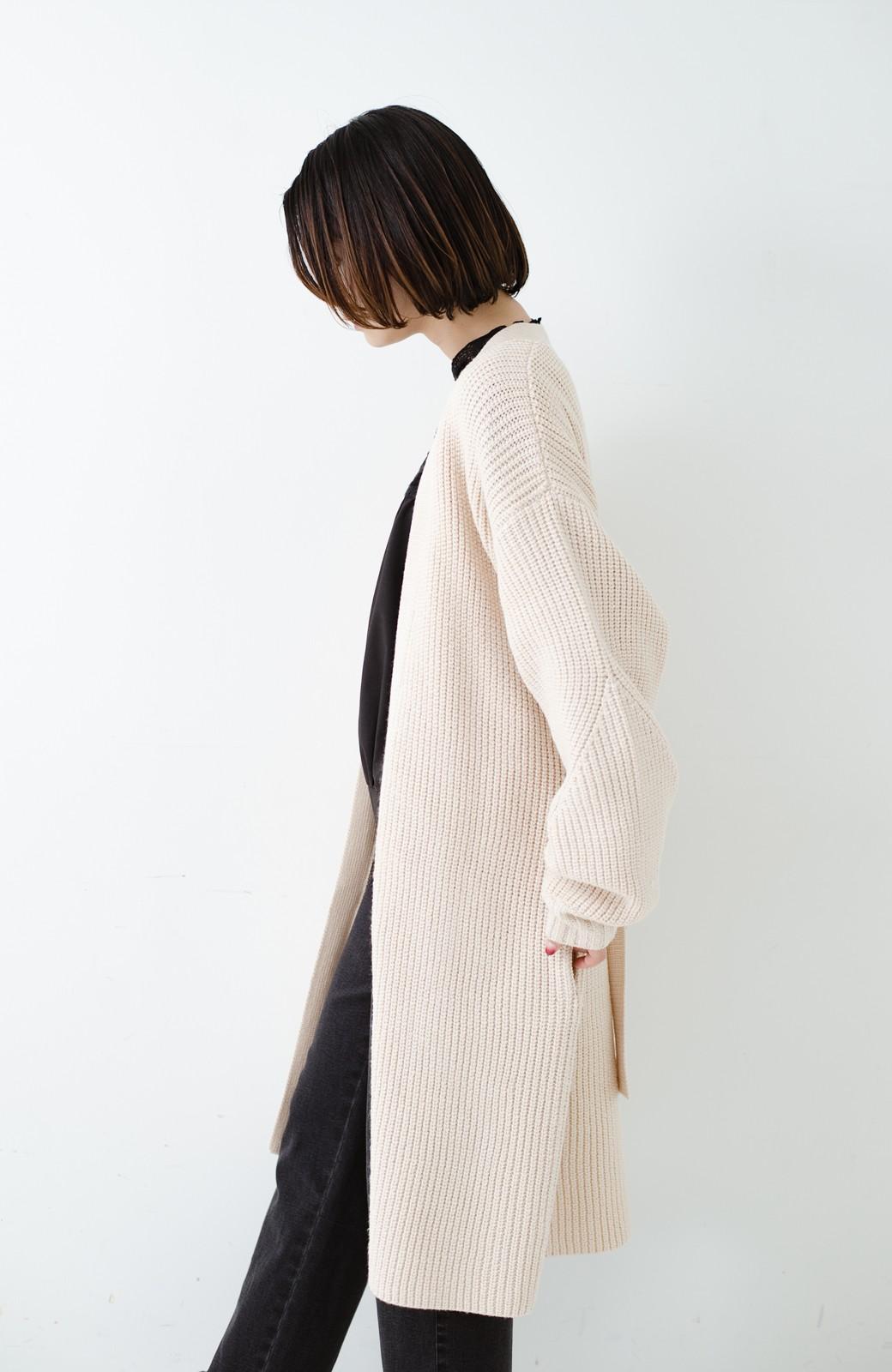 haco! さっと羽織るのにちょうどいい ぷっくり袖のあぜ編みニットガウン <アイボリー>の商品写真26