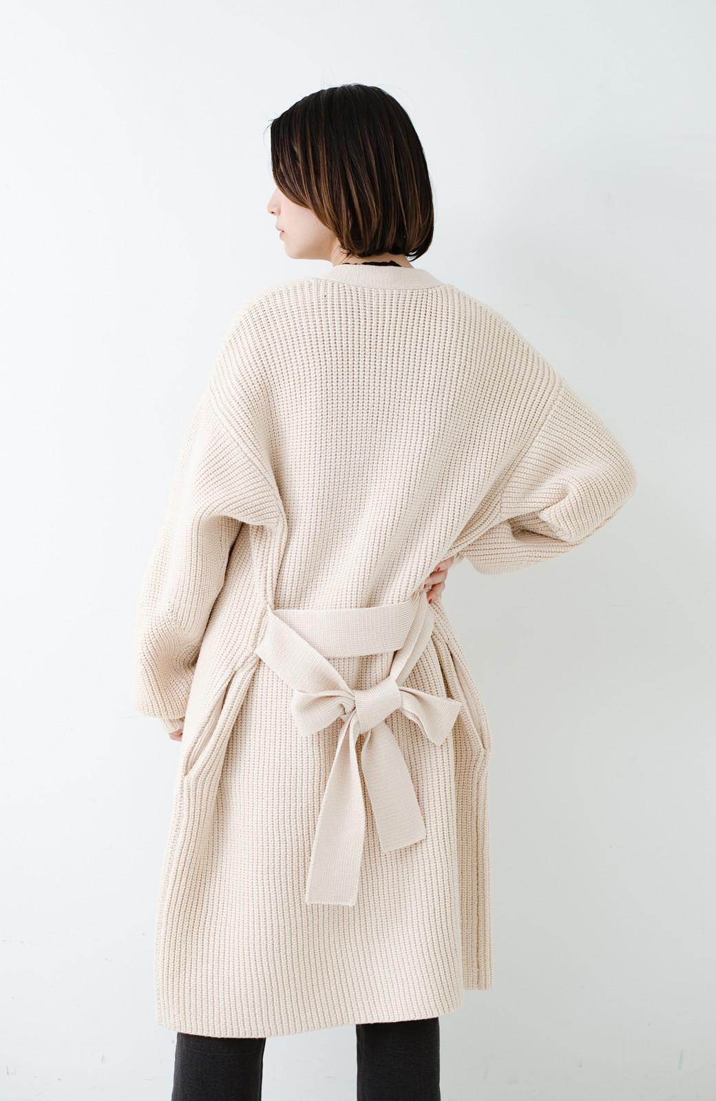 haco! さっと羽織るのにちょうどいい ぷっくり袖のあぜ編みニットガウン <アイボリー>の商品写真27