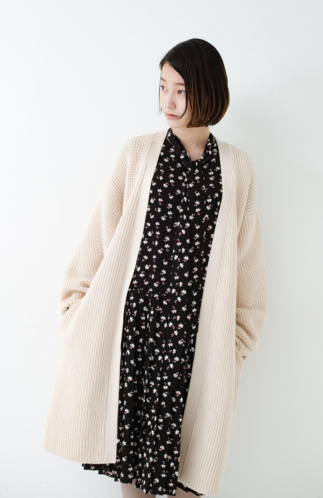haco! さっと羽織るのにちょうどいい ぷっくり袖のあぜ編みニットガウン <アイボリー>の商品写真19