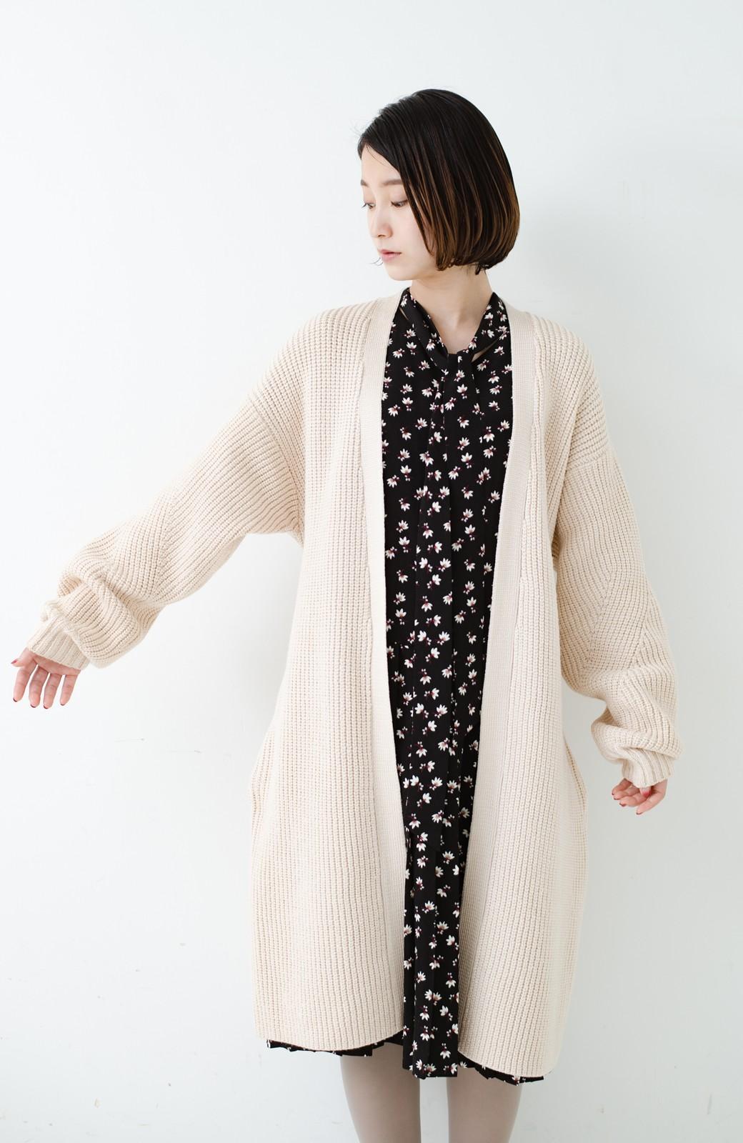 haco! さっと羽織るのにちょうどいい ぷっくり袖のあぜ編みニットガウン <アイボリー>の商品写真21