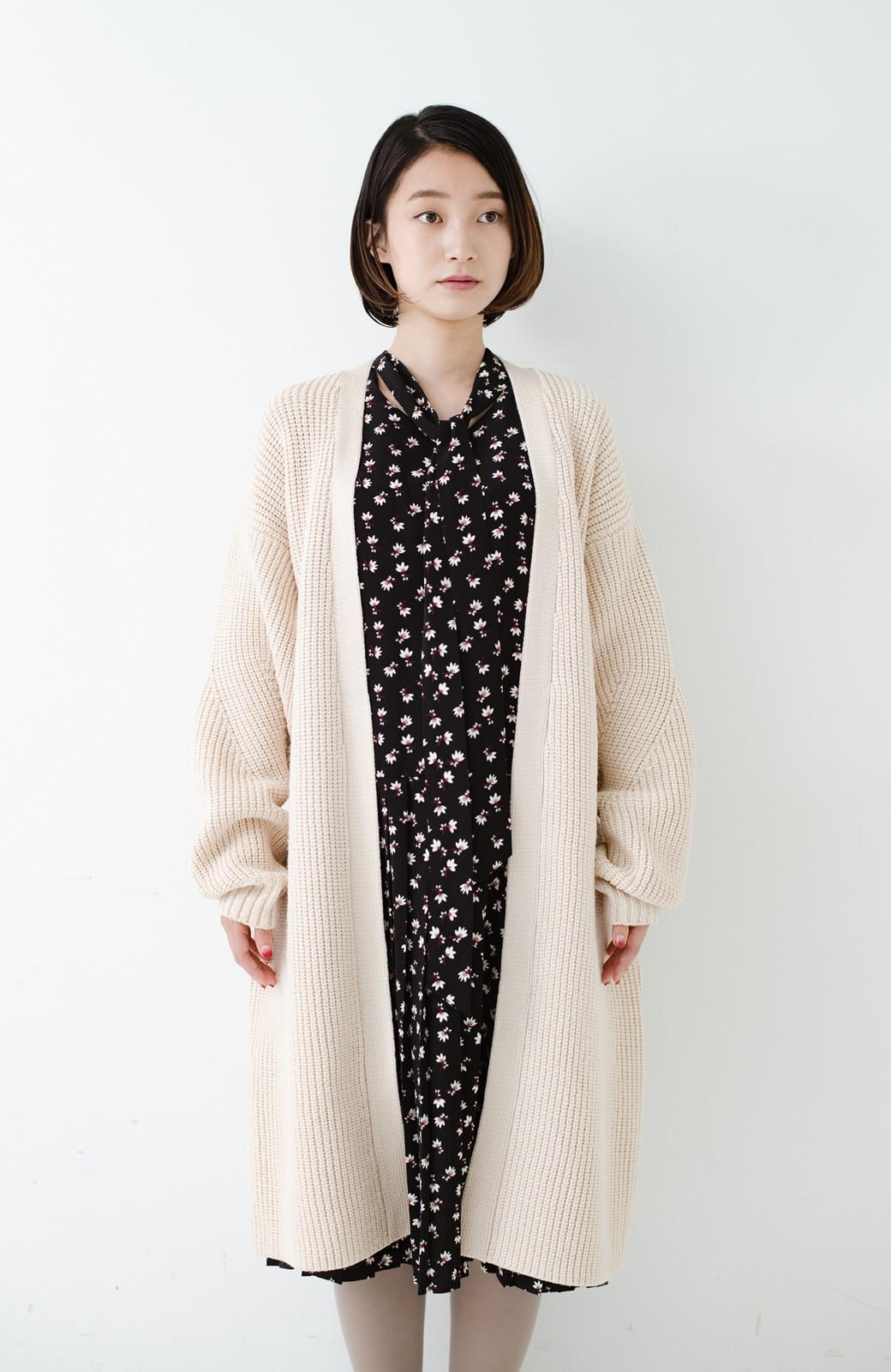 haco! さっと羽織るのにちょうどいい ぷっくり袖のあぜ編みニットガウン <アイボリー>の商品写真22