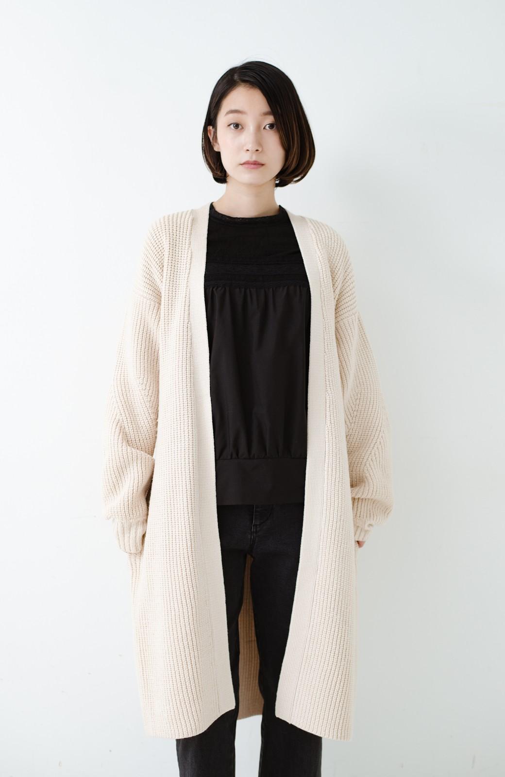 haco! さっと羽織るのにちょうどいい ぷっくり袖のあぜ編みニットガウン <アイボリー>の商品写真24