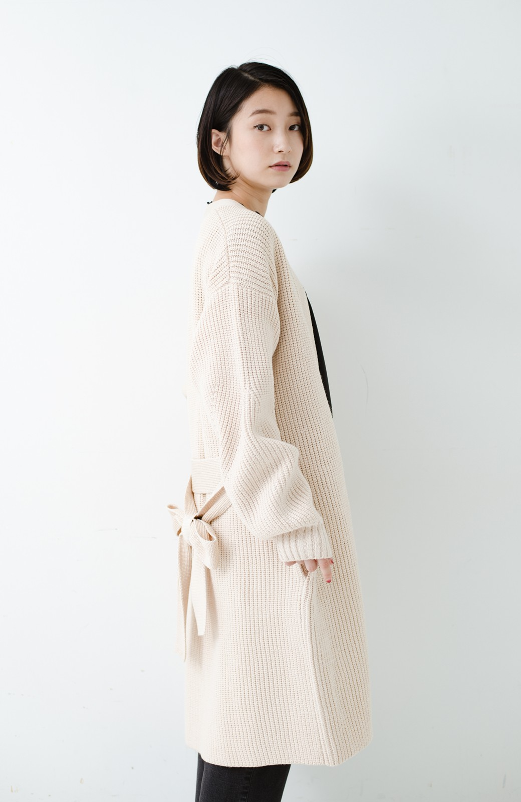 haco! さっと羽織るのにちょうどいい ぷっくり袖のあぜ編みニットガウン <アイボリー>の商品写真25