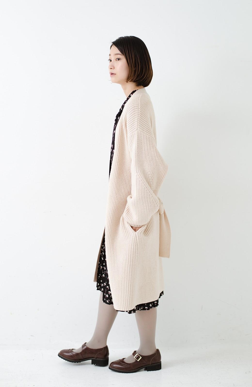 haco! さっと羽織るのにちょうどいい ぷっくり袖のあぜ編みニットガウン <アイボリー>の商品写真13