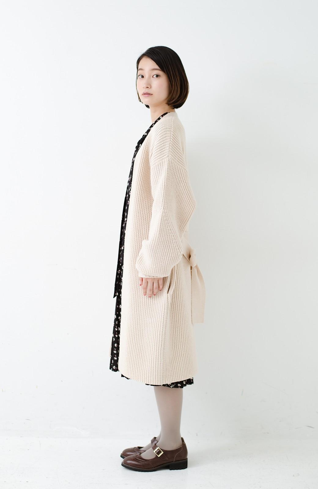 haco! さっと羽織るのにちょうどいい ぷっくり袖のあぜ編みニットガウン <アイボリー>の商品写真14
