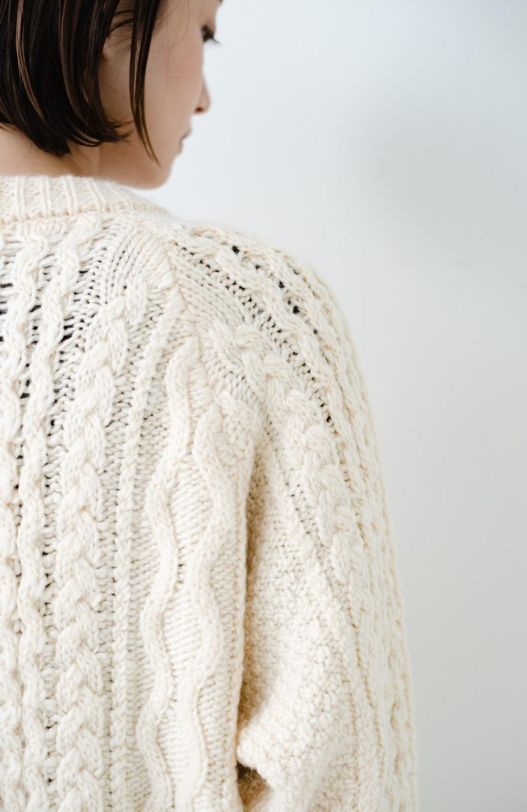haco! 古着屋さんで見つけたようなもっふりケーブル編みカーディガン <オフホワイト>の商品写真2