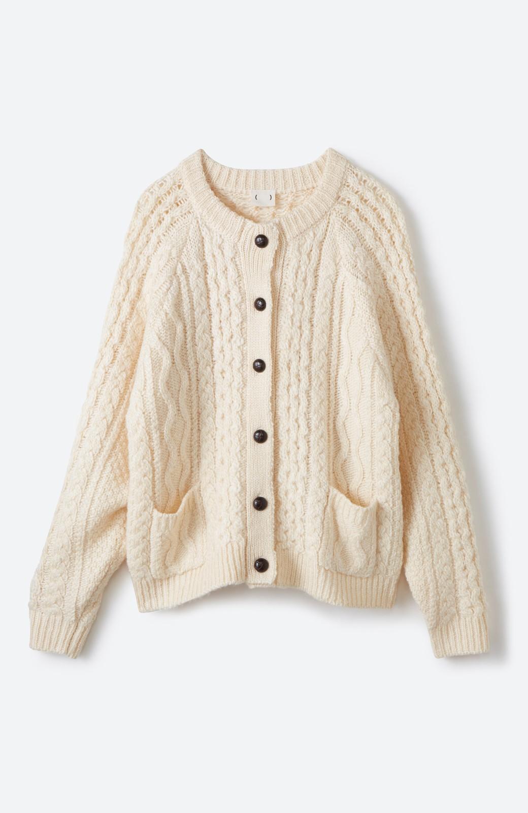 haco! 古着屋さんで見つけたようなもっふりケーブル編みカーディガン <オフホワイト>の商品写真1