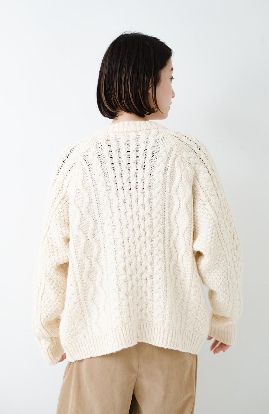haco! 古着屋さんで見つけたようなもっふりケーブル編みカーディガン <オフホワイト>の商品写真23