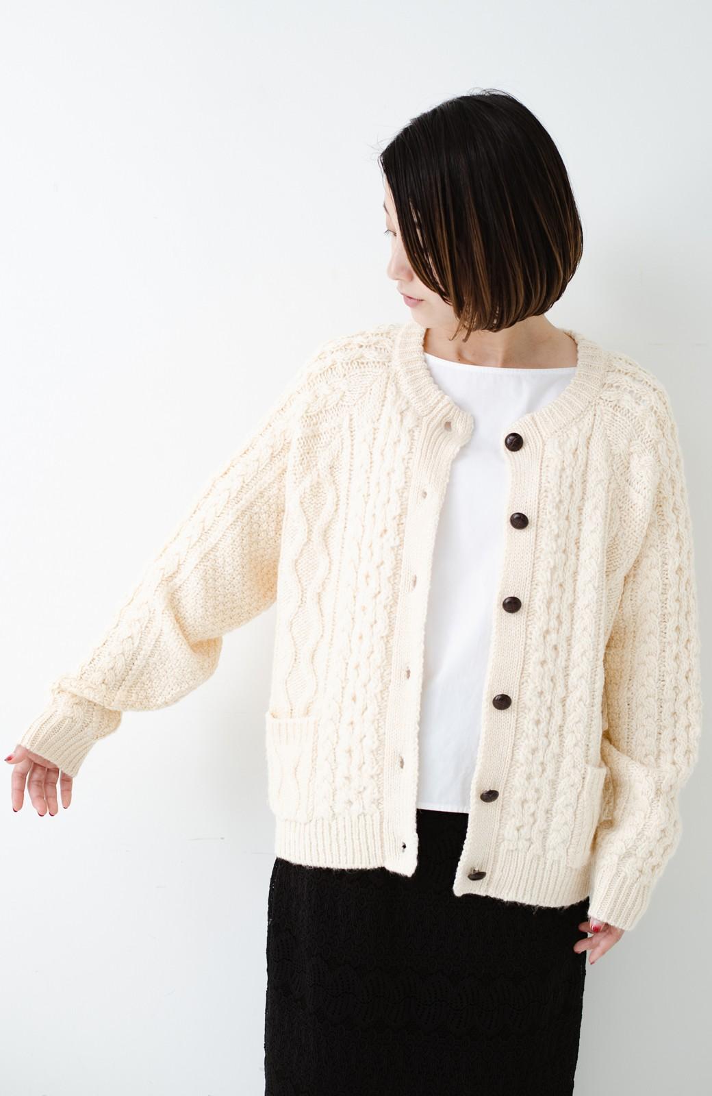 haco! 古着屋さんで見つけたようなもっふりケーブル編みカーディガン <オフホワイト>の商品写真15