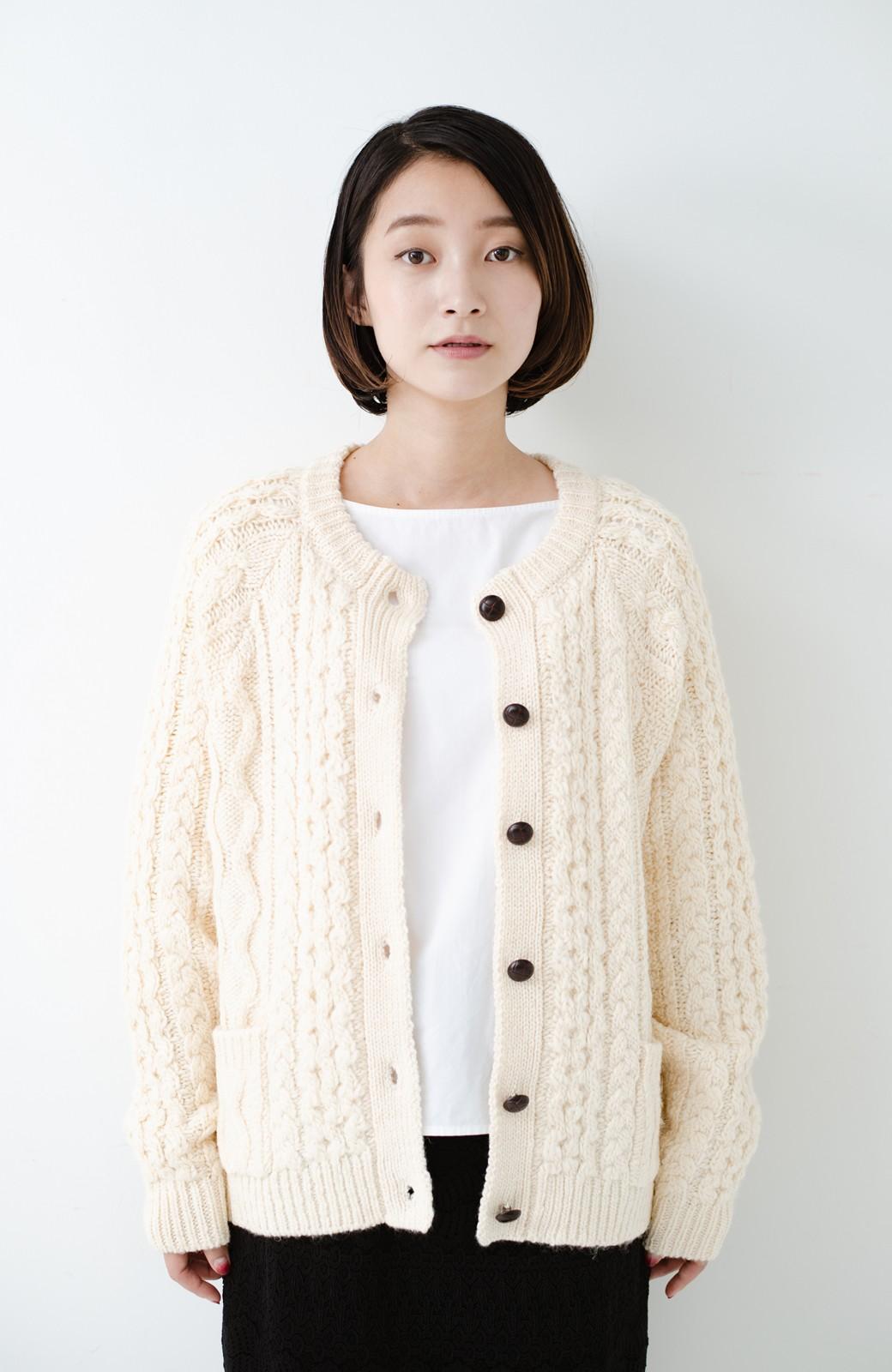 haco! 古着屋さんで見つけたようなもっふりケーブル編みカーディガン <オフホワイト>の商品写真16