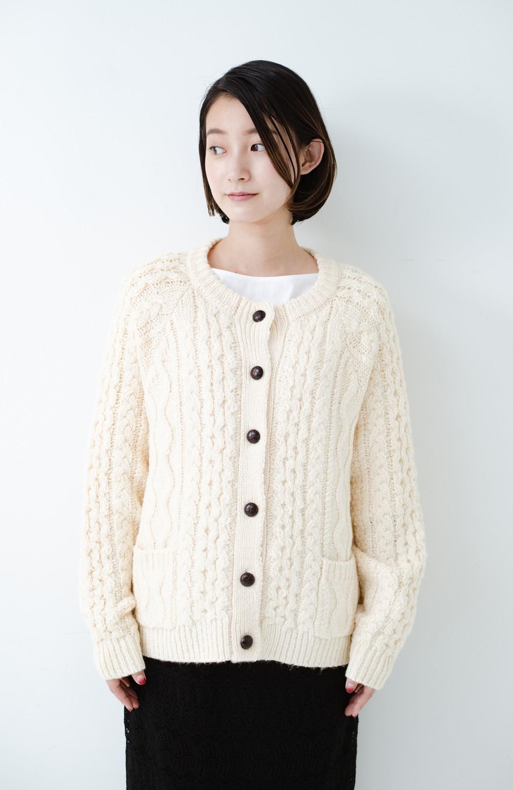 haco! 古着屋さんで見つけたようなもっふりケーブル編みカーディガン <オフホワイト>の商品写真18