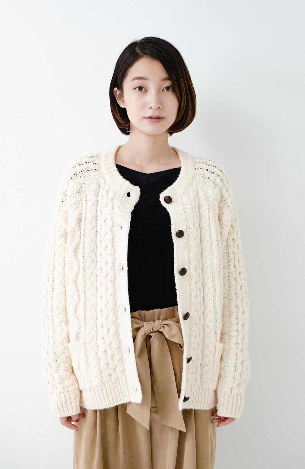 haco! 古着屋さんで見つけたようなもっふりケーブル編みカーディガン <オフホワイト>の商品写真19