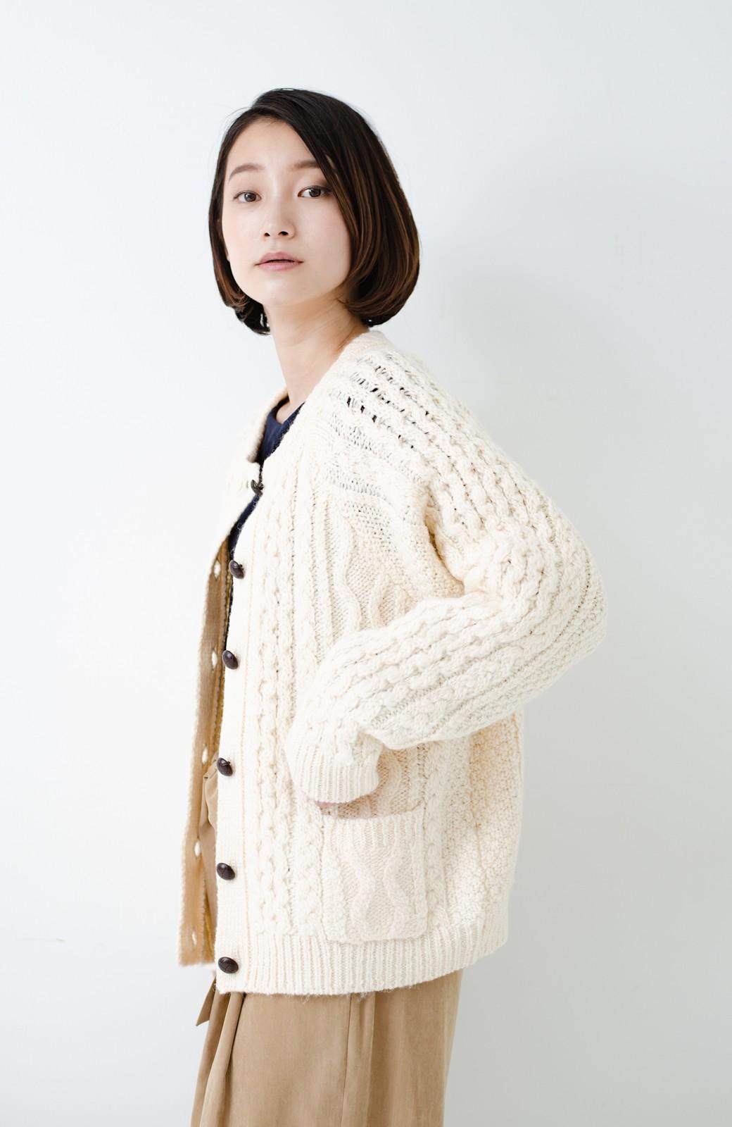 haco! 古着屋さんで見つけたようなもっふりケーブル編みカーディガン <オフホワイト>の商品写真21