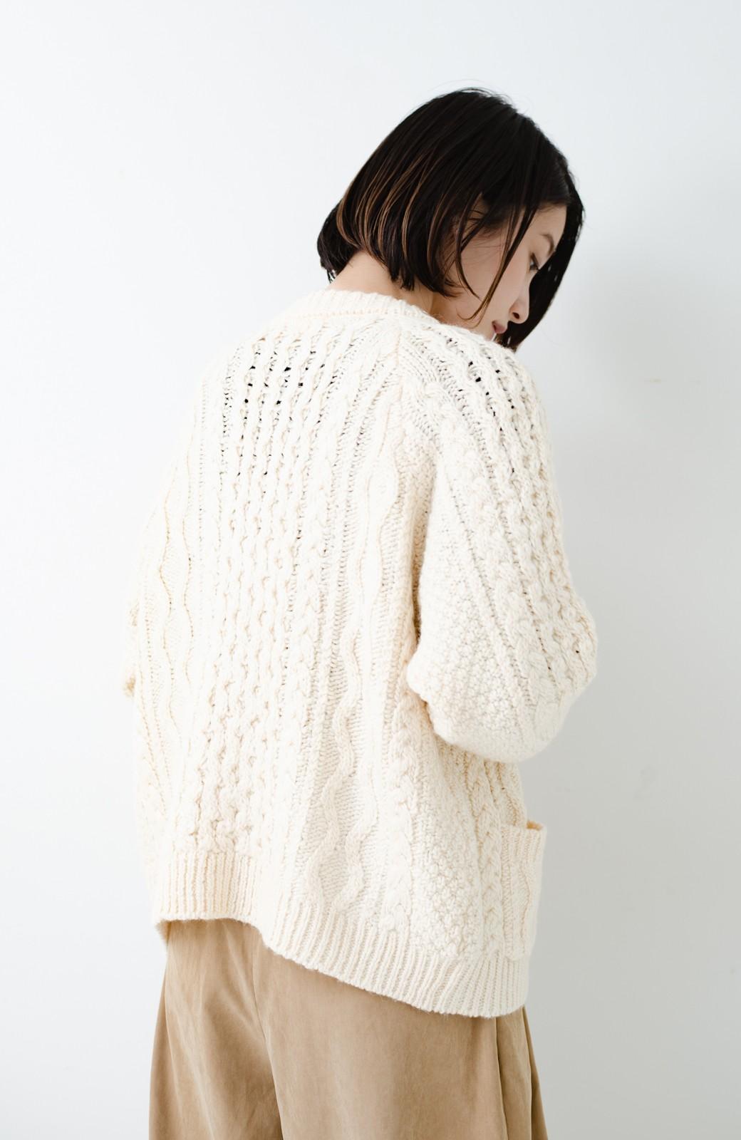 haco! 古着屋さんで見つけたようなもっふりケーブル編みカーディガン <オフホワイト>の商品写真22