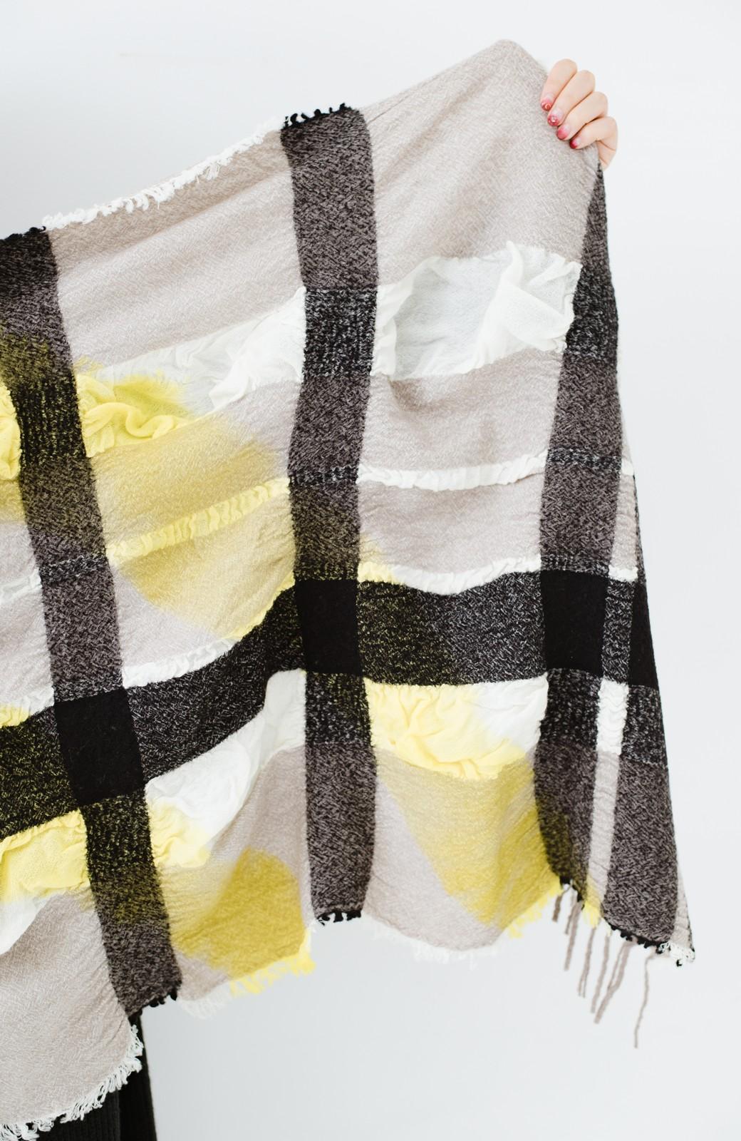 haco! てとひとて Qualia 手染めチェック柄バルーンストール <イエロー>の商品写真5