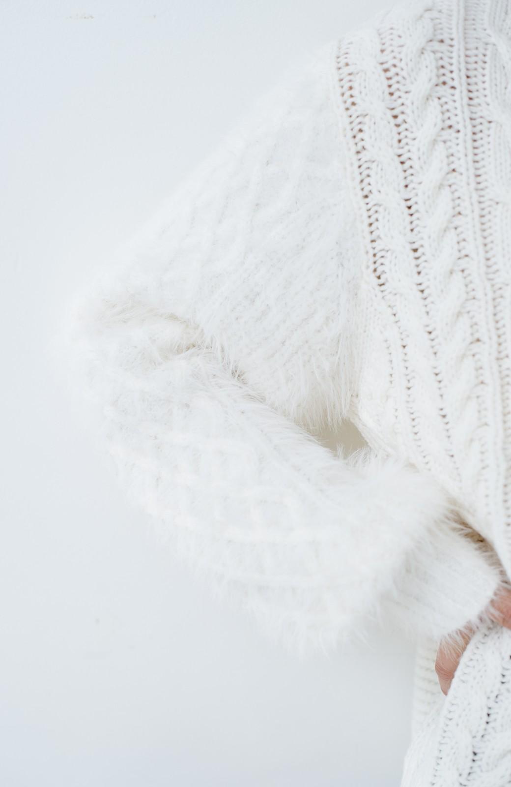 haco! ケーブル編みの袖フェザーヤーンニットトップス <ホワイト>の商品写真5