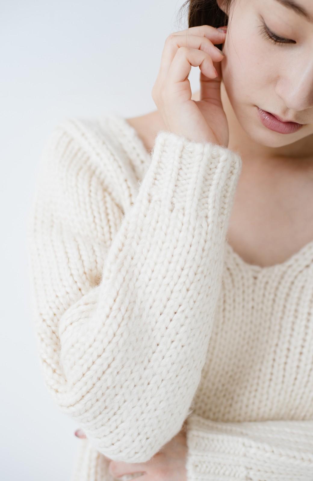 haco! さりげなく女っぽい 手編み風ざっくりニット <アイボリー>の商品写真4
