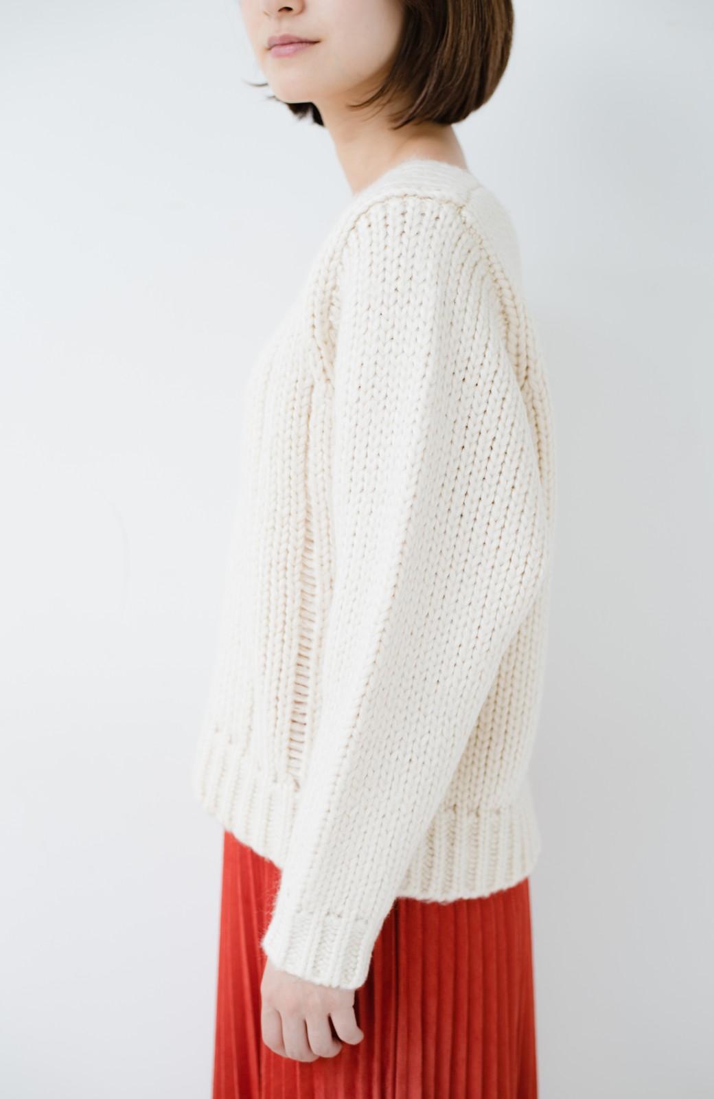 haco! さりげなく女っぽい 手編み風ざっくりニット <アイボリー>の商品写真5