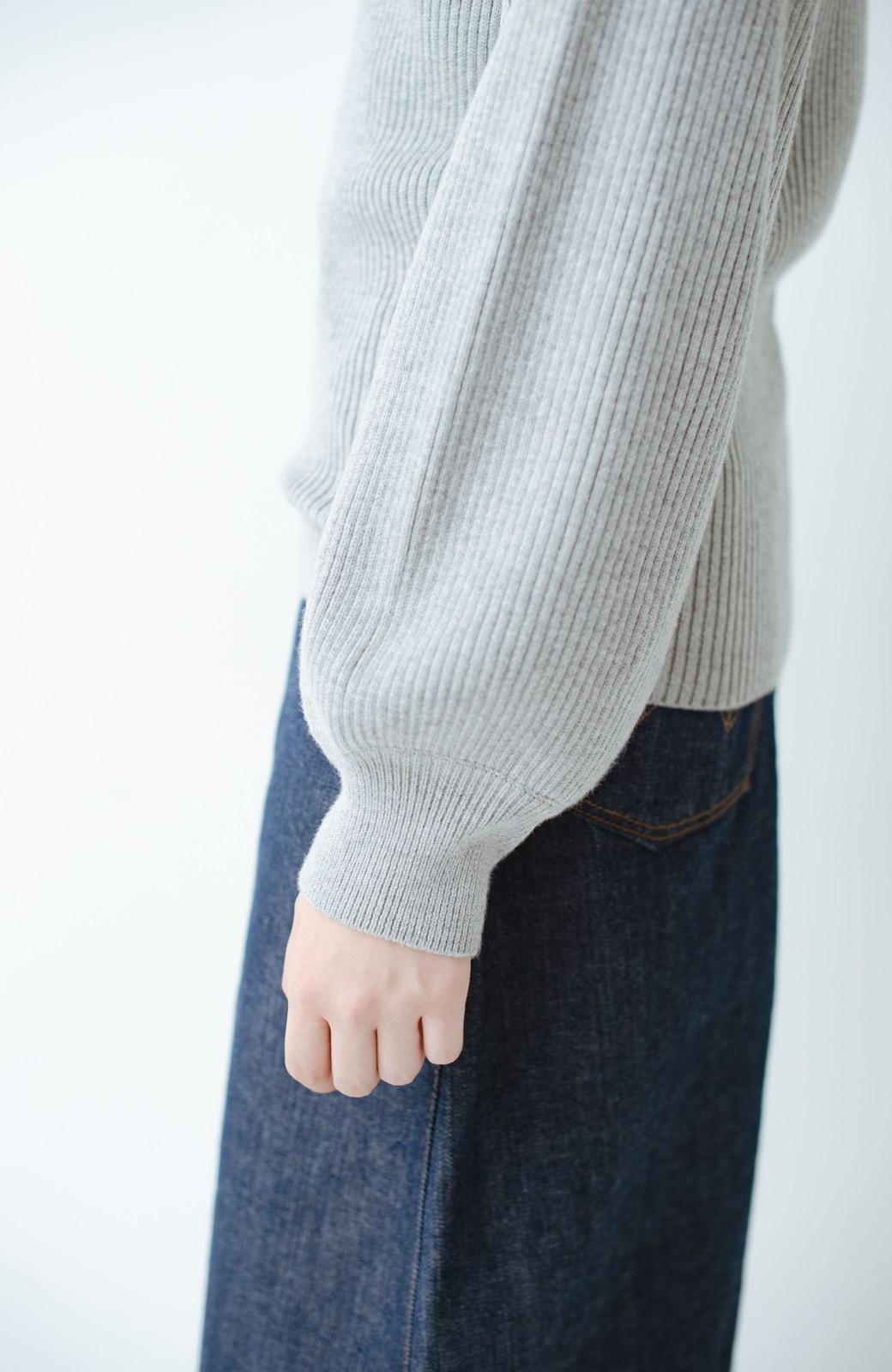 haco! 洗濯機で洗える ヤク混素材のぷっくり袖リブニット <グレー>の商品写真5