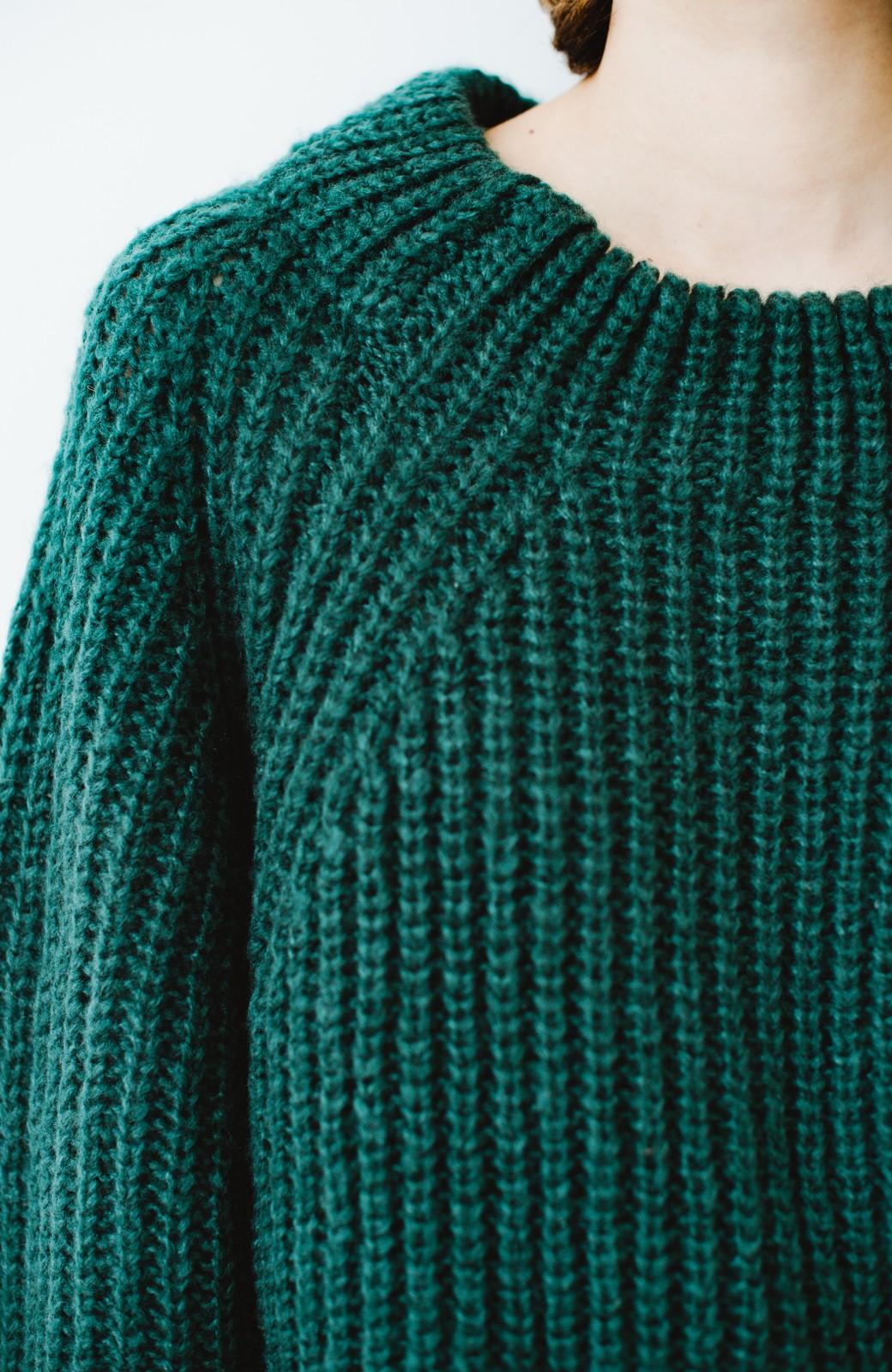 haco! ボリューム感が華奢見せさせる 袖リボンあぜ編みニット <グリーン>の商品写真3